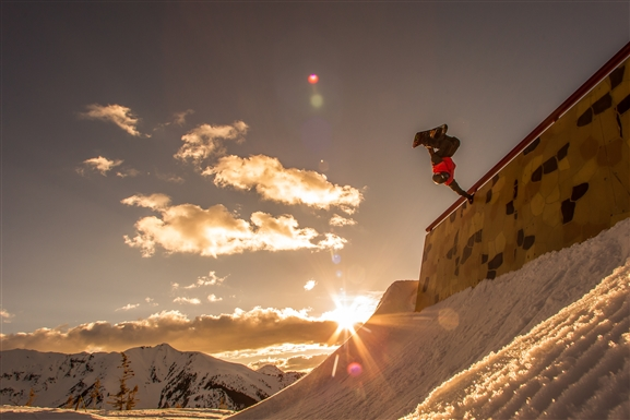 snowboarder_tricks_at_snowmass_tomas_zuccareno