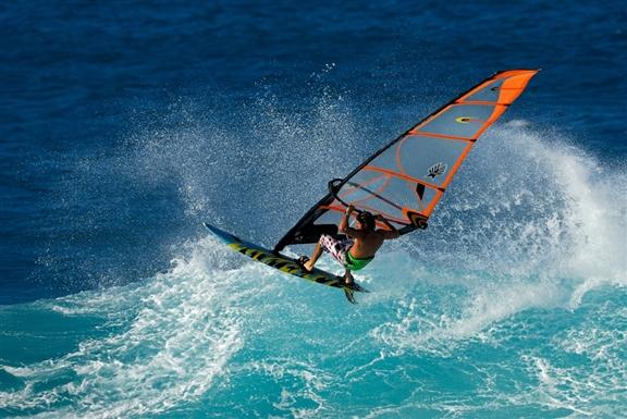 windsurfing_at_hookipa_beach