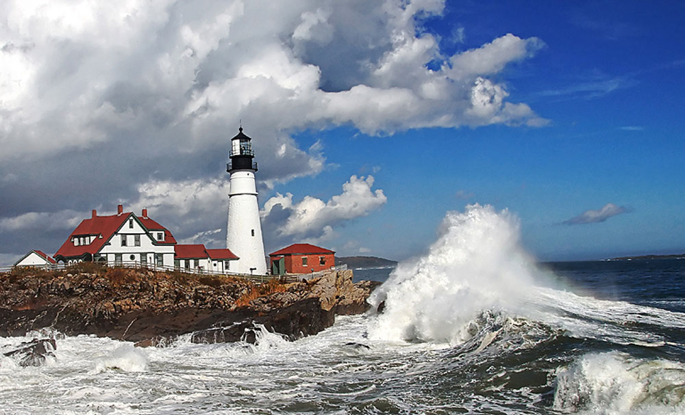 portland-head-light-coast-rich-morin-splash
